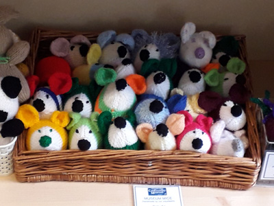 Knitted museum mice in all colours